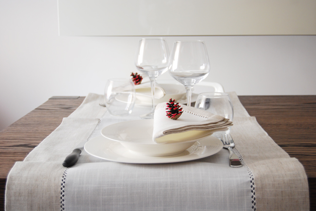 DIY - Decorate with pine cones 2 - Adele Rotella