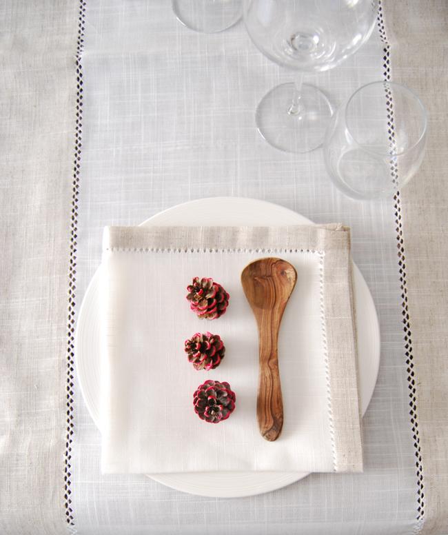 DIY - Decorate with pine cones 4 - Adele Rotella